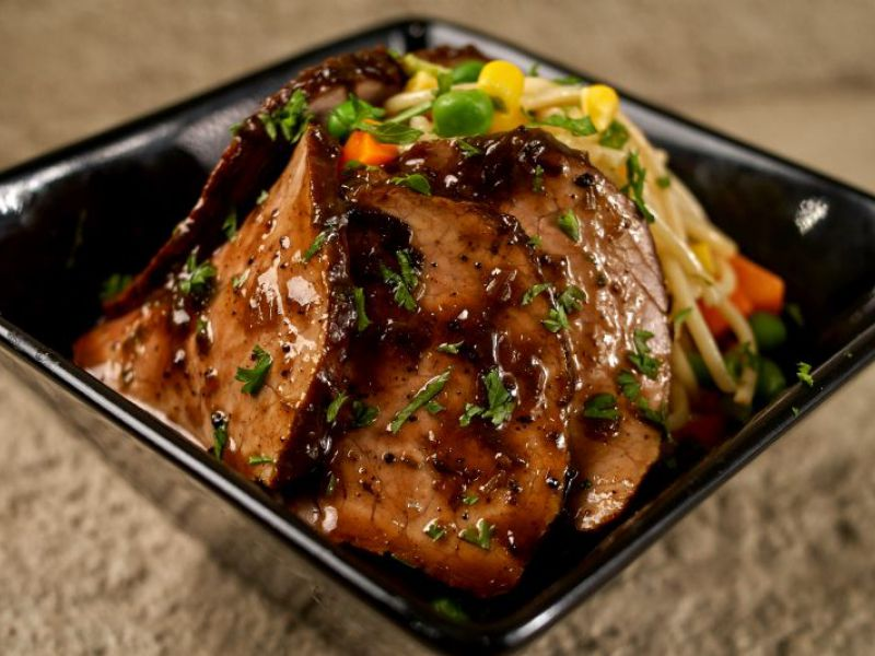 Sauteed Pork Loin with Spaghetti and Mixed Vegetables